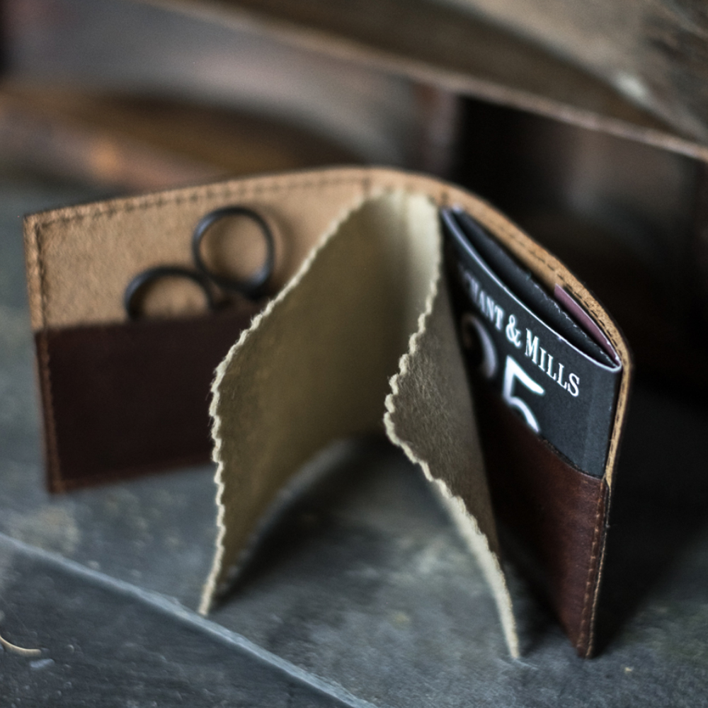 LEATHER NEEDLE WALLET - Merchant & Mills