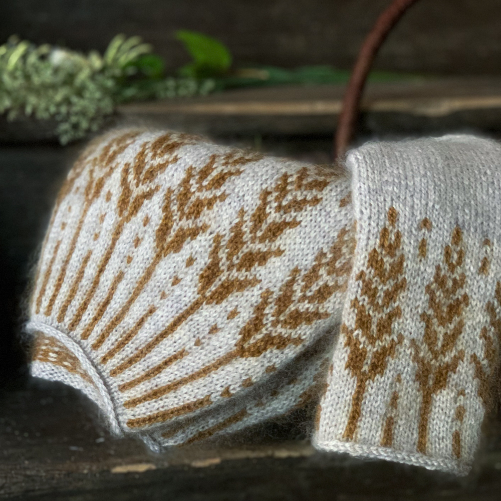 YARN SET FOR MEADOW MOON SWEATER by JENNIFER STEINGASS - Woolissime Yarns