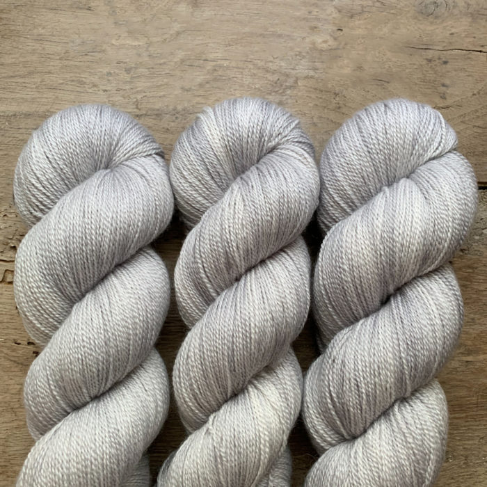TESS - FIL LACE MERINO ET SOIE TEINT A LA MAIN - Woolissime Yarns